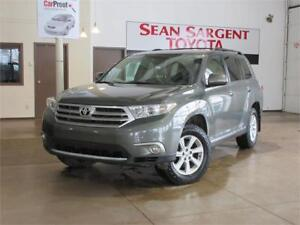 2013 Toyota Highlander Base with Leather!