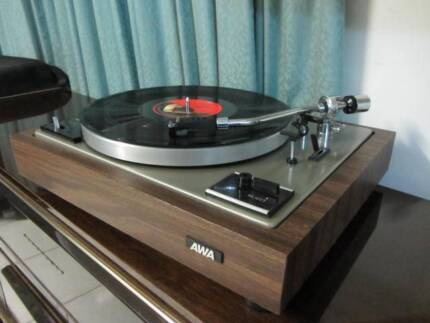 Vintage High quality turntable.