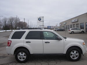 IMMACULATE !!! 2012 FORD ESCAPE London Ontario image 4