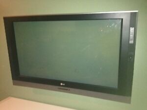 Plasma TV LG - Cracked Screen 42inch