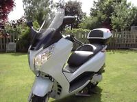 Honda S-Wing 125cc Scooter in an outstanding brand new condition