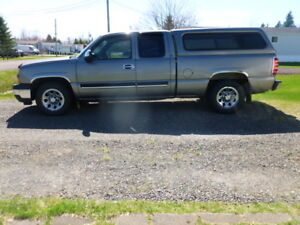 2006 Chevrolet Silverado 1500 pickup with cap