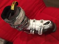 Ski Boots, Womens, Salomon size 25/25.5 (UK size 6). Good condition. Can deliver locally.