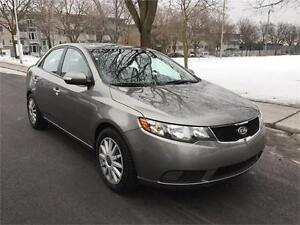 2010 KIA FORTE , AUTOMATIQUE 119.000 KM , AIR CLIMATISE, 4 CYLIN