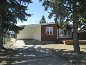 Well Maintained 4 Bedroom Home in Redcliff Available Nov 1st!