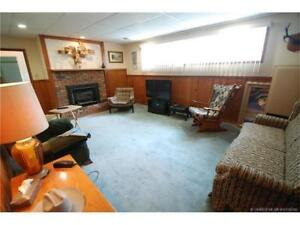 Avail Oct 1st! ! Bright, spacious 2bedroom 1bath garden suite