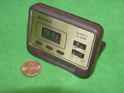 VTG 70s Tiny Advance Quartz Travel Battery Alarm Pocket Clock Digital/Clamshell