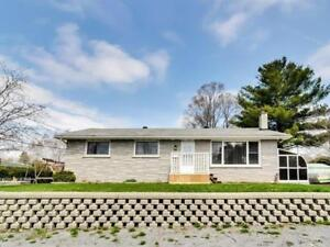 Quiet, renovated, beautiful home with solarium and spa