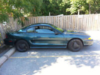 '95 ford mustang base *103,000 kms* *well maintained*