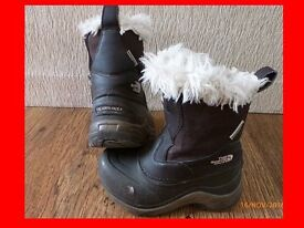 The North Face waterproof winter snow boots childs Girls size 9 UK