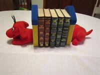 Porte-livres original en peluche en forme de chien, $10.00 City of Montréal Greater Montréal Preview
