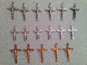 Croix chrétienne pour chaîne ou chapelet. Modèle des années 50.