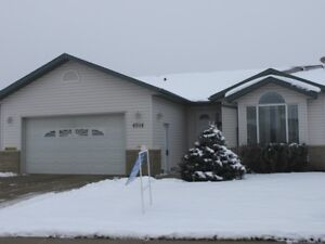 Bright and Spacious Bungalow in Tofield!