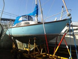 HURLEY 22 SAILBOAT WITH ROAD/LAUNCH/ RECOVERY TRAILER