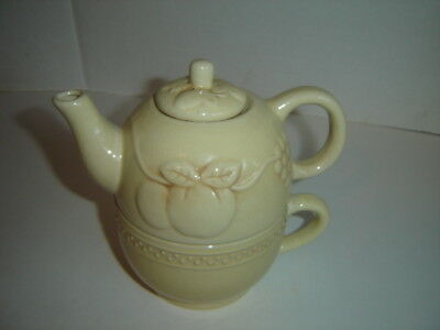 TEA-FOR-ONE FINE CERAMICS FRUIT DESIGN STRAWBERRY GRAPE APPLE LIGHT YELLOW TAN
