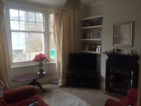 Double room to rent in Wandsworth amazing 2 bed flat 2 bathrooms and garden £815 a month. Must see!