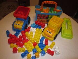 3 camions robustes Mega Bloks avec figurines et 64 bloks Mega