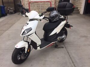 2013 Aprilia Sportcity 50 Scooter with Accessories - $3250.00