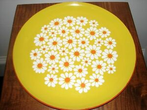 Vintage XLarge Round Plastic Lacquer Serving Tray, White Daisies Kitchener / Waterloo Kitchener Area image 5