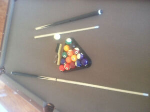 1 month old pool table need gone moving sale $800 obo