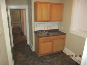 Apt in West End, $625, 1BR +	 hydro, electric heat (K613)