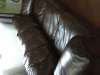 SOFA 3 PLACES EN CUIR BRUN ( AUBAINE)