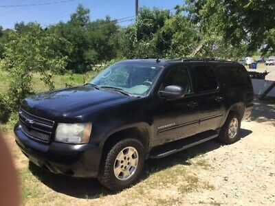 2011 Chevrolet Suburban  2011 chevrolet suburban 1500 lt 5.3l V8 4WD Black Body Leather DVD movie system