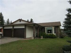 Immaculate 2 BR 2 Bath home in perfect location in Hamiota MB!