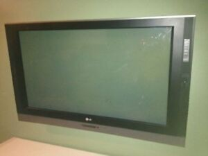 plasma TV Make is LG size 42inch CRACKED SCREEN