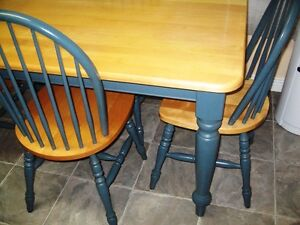 KITCHEN TABLE AND 4 CHAIRS Gatineau Ottawa / Gatineau Area image 3