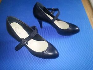 Franco Sarto The Artist's Collection Black Leather Shoes