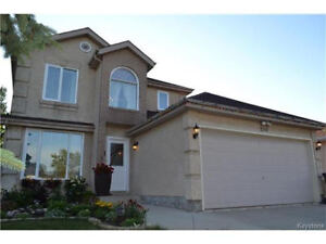 Richmont West,Close to U of M, Move-in Ready,3+ Beds 4 Washrooms