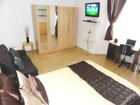 ★ Gorgeous Kingsize Room on Central Line in Stratford. Only 10 mins to City and walk to Westfield ★