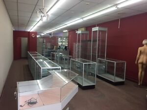 Prime Commercial Retail Space - Busy Plaza - 110 Bvld Greber
