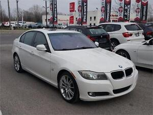 2010 BMW 3 Series 328i xDrive Sport Package,mags, sun roof, 1 an
