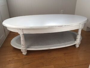 White Oval Wood Shabby Chic Coffee Table = BEAUTIFUL West Island Greater Montréal image 3