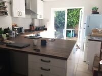Unfurnished room available in lovely sunny flat