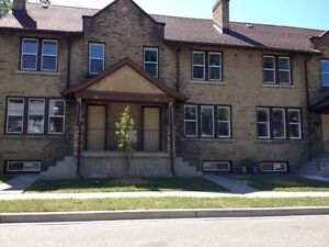 Windsor, 3 Bed Townhouse, Recent Reno, Dishwasher, Wash/Dyer