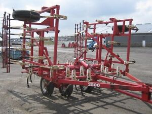 Wil-Rich 2500 Cultivator