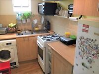 2 BEDROOM FLAT - ABOVE COMMERCIAL PREMISES - PALMERS GREEN - SORRY NO DSS