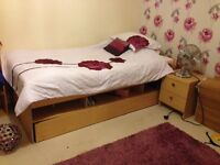 Almost new extendable single bed with 2 mattresses