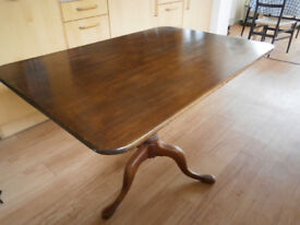 Table Old Dark Wood Seats 4