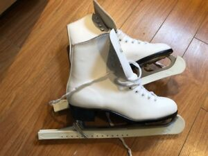 New Figure skates with guards - women's size 9