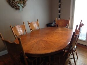 Kitchen / Dining Table w/ Chairs