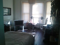 large double room tolet westbourne; large flat close to sea and shops £400pcm