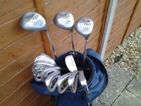 MATCHED SET OF DONNAY PRO 1 GOLF CLUBS AND BAG.