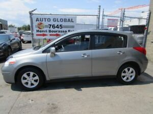 Nissan Versa SL automatique air hachback excellent état 2010