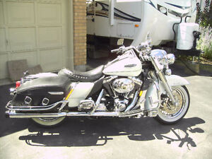 Beautiful Pearl White 2002 Harley Davidson Road King Classic Stratford Kitchener Area image 1