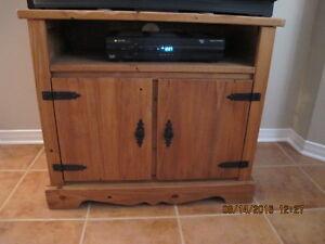 meuble de télé et 2 tables de salon
