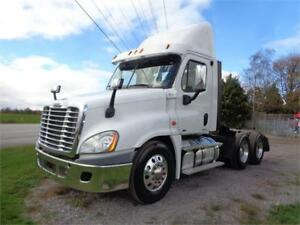 2011 FREIGHTLINER CASCADIA DAYCAB, LOW KM & 4 WAY LOCKS